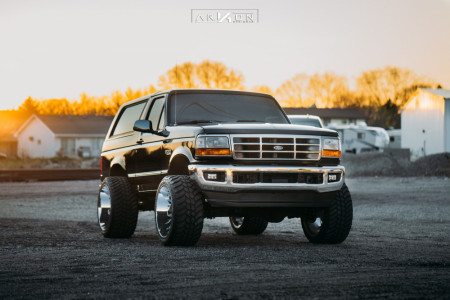"1994 Ford Bronco - 24x14 -81mm - ARKON OFF-ROAD Lincoln - Suspension Lift 6"" - 35"" x 13.5"""