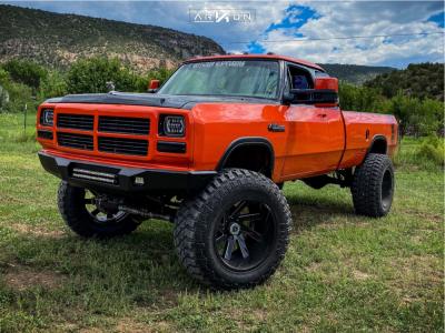 """1993 Dodge W250 - 22x14 -81mm - ARKON OFF-ROAD Lincoln - Suspension Lift 6"""" - 40"""" x 15.5"""""""